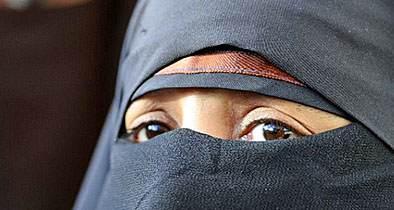 Priest Dresses Virgin Mary in Muslim Burqa for Nativity Scene
