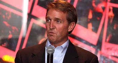 Anti-Trump Arizona Sen. Jeff Flake Won't Seek Re-Election Next Year