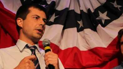 Dem. Presidential Candidate: Americans Ready for Gay Commander in Chief