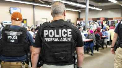 'Don't Open the Door': Activists Organize to Thwart ICE
