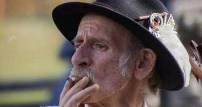 Hawaii Considers Raising Legal Smoking Age -- to 100