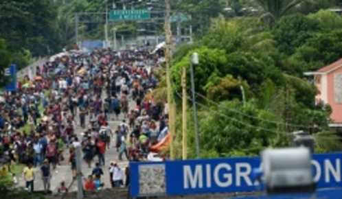 Honduran Caravan Clashes With Police at Mexican Border