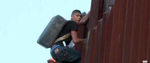 Illegal Immigrants Flood Texas Border to 'Exploit Ongoing U.S. Immigration Policies'