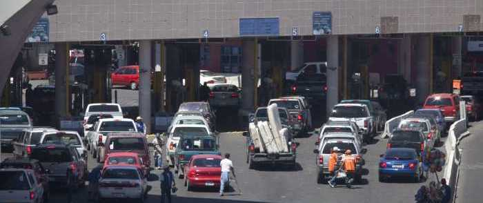 Illegals Flouting Border Policy Lead to 5-Hr. Traffic Jam at Ariz. Crossing