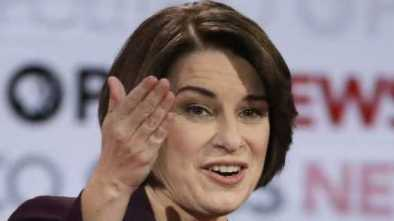 Klobuchar's Q4 Fundraising Boost Keeps WH Hopes Alive ... for Now