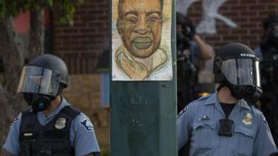 Law Enforcement Experts Condemn Knee Restraint Used on George Floyd