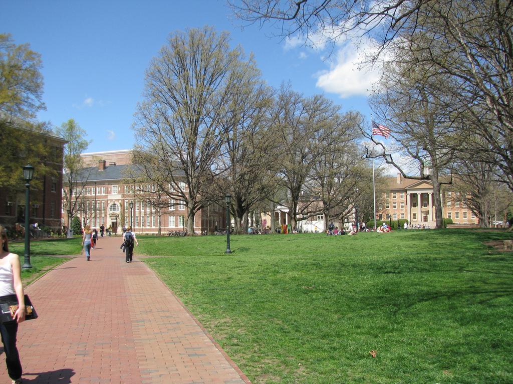 UNC Chapel Hill campus photo