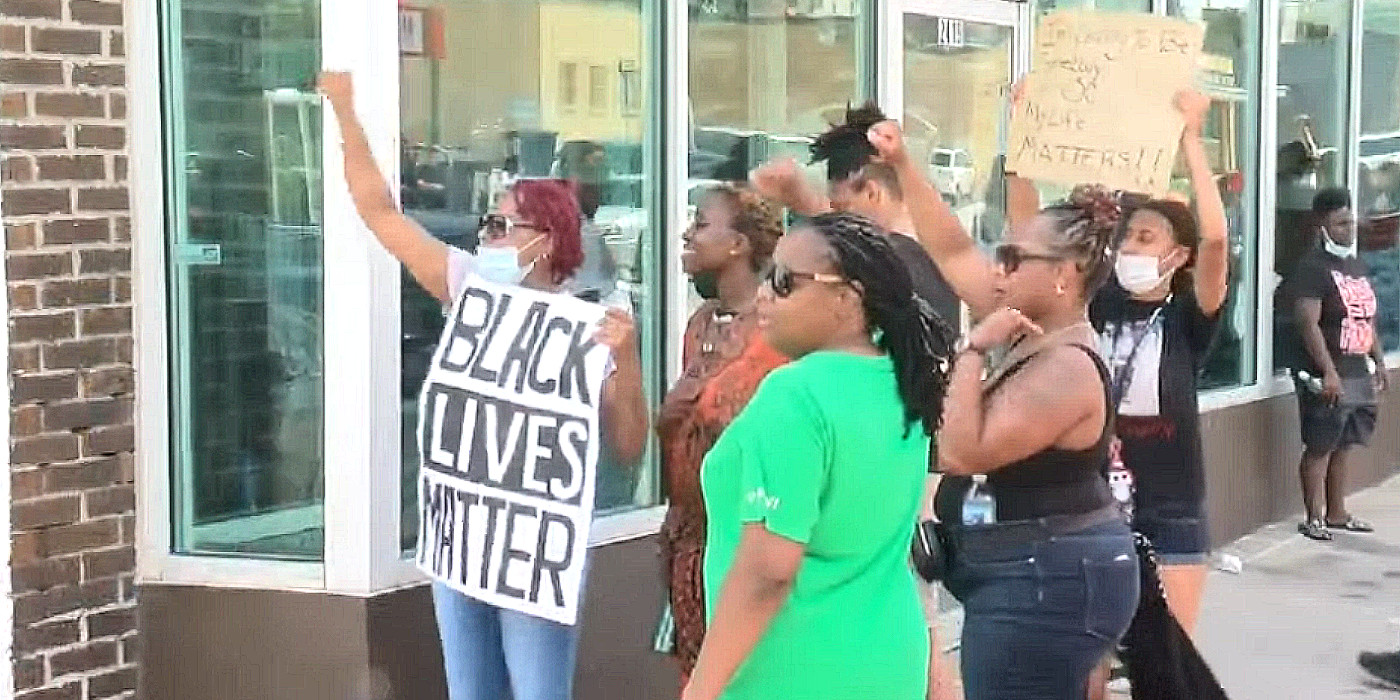 Nebraska Mayor Launches Investigation Into BLM Protests After Harassment, Extortion Forces Restaurant to Close