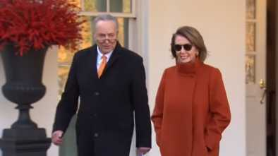 Pelosi Defends Her Vacation During Gov't Shutdown: Trump Probably 'Doesn't Realize' Hawaii is in U.S.