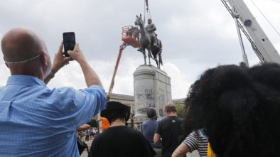 Radical Dems Remove Iconic 'Stonewall' Jackson Monument in Richmond