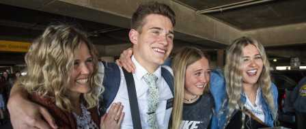Romney Chides Mormons at Airport Who Greeted Missionaries