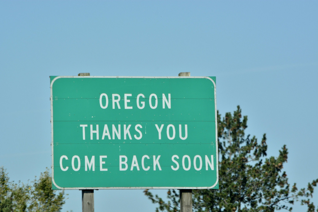 Oregon Welcomes you sign photo