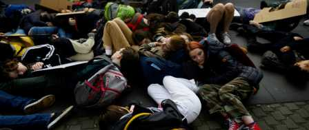 Students at UN Stage 'Die-In' to Protest Climate Inaction