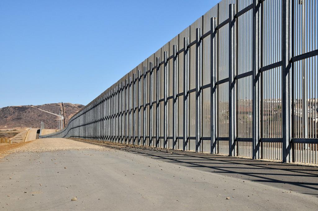 Mexican border wall photo