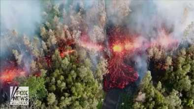 Thousands Flee after Hawaii Earth Quake Triggers Volcano Eruptions