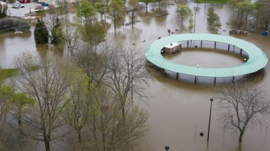 Two Dams Collapse as 10k Residents Evacuate Michigan Flooding