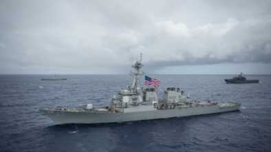 Two US Destroyers Sail into Taiwan Strait