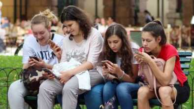 Vermont Bill Would Prohibit Individuals Under 21-Years-Old From Having a Cellphone 2